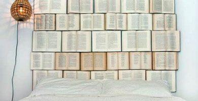 cabezal con libros abiertos